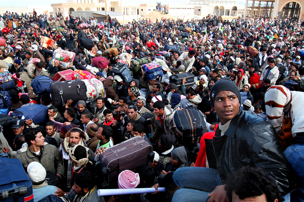 Thousands of migrant workers, mainly from Egypt and Tunisia, wait to cross into Tunisia from Libya. (file) UN Photo/UNHCR/A Duclos