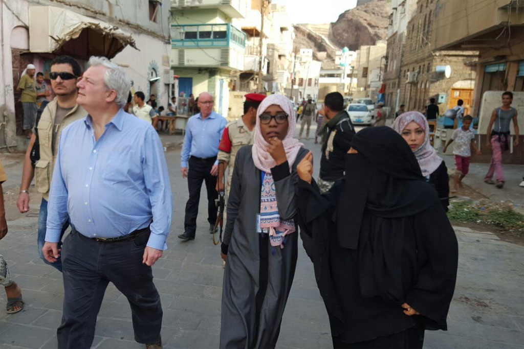 Stephen O'Brien, Under-Secretary-General for Humanitarian Affairs and Emergency Relief Coordinator visits IDP families living on the edge in Aden with nothing but the most rudimentary shelter Yemen. Photo: OCHA Yemen