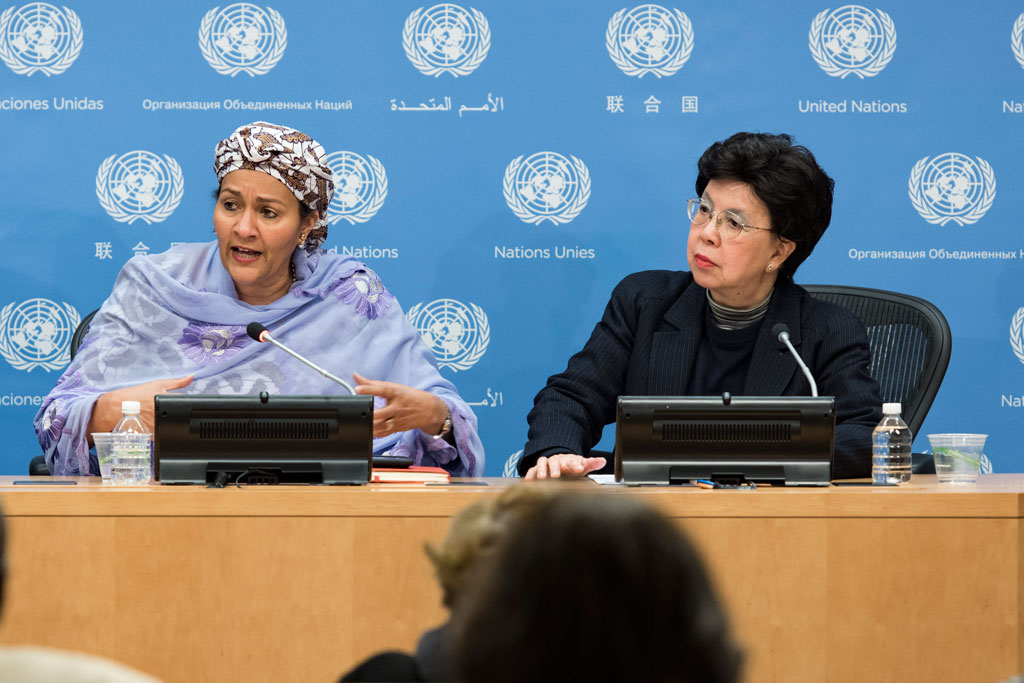 Deputy Secretary-General Amina Mohammed (left) briefs journalists on antimicrobial resistance. She was joined at the briefing by Margaret Chan, Director-General of the World Health Organization (WHO). UN Photo/Mark Garten