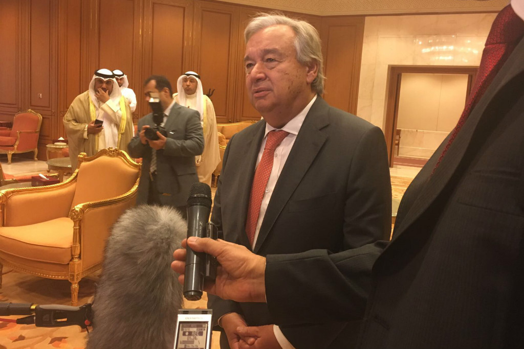 In Kuwait, Secretary-General António Guterres takes questions from reporters. Photo: UN/Stéphane Dujarric