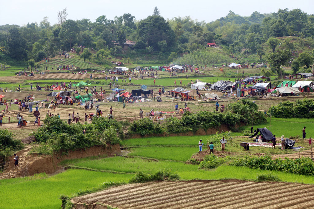 People arriving are in urgent need of life-saving assistance , including food, water and sanitation, health and protection. Photo: Saikat Biswas/UN Migration Agency