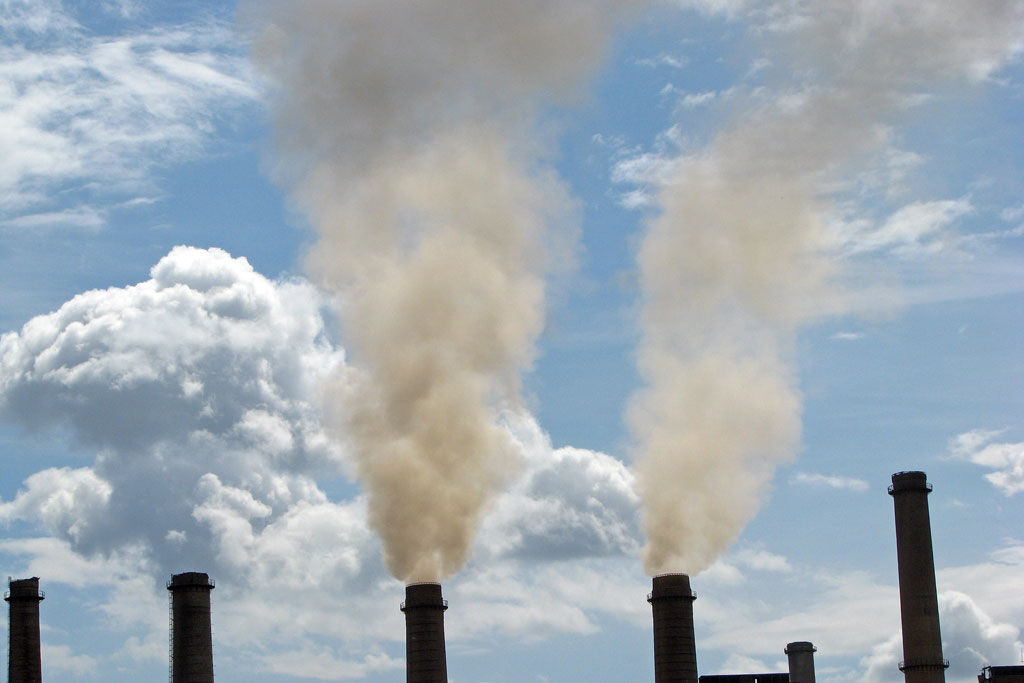 Air pollution from an old coal-fired power plant in Kosovo. Photo: World Bank/Lundrim Aliu