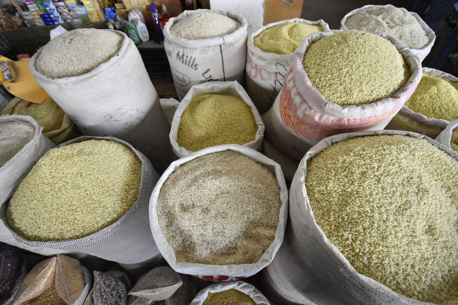 Various types of rice at a market in Hissar, Tajikistan. Photo: FAO/Nozim Kalandarov