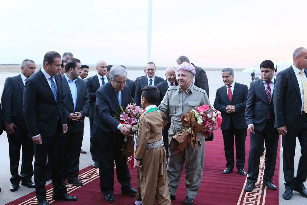 Secretary-General António Guterres receives a bouquet of flowers on his arrival in Erbil, Iraq. UN Photo
