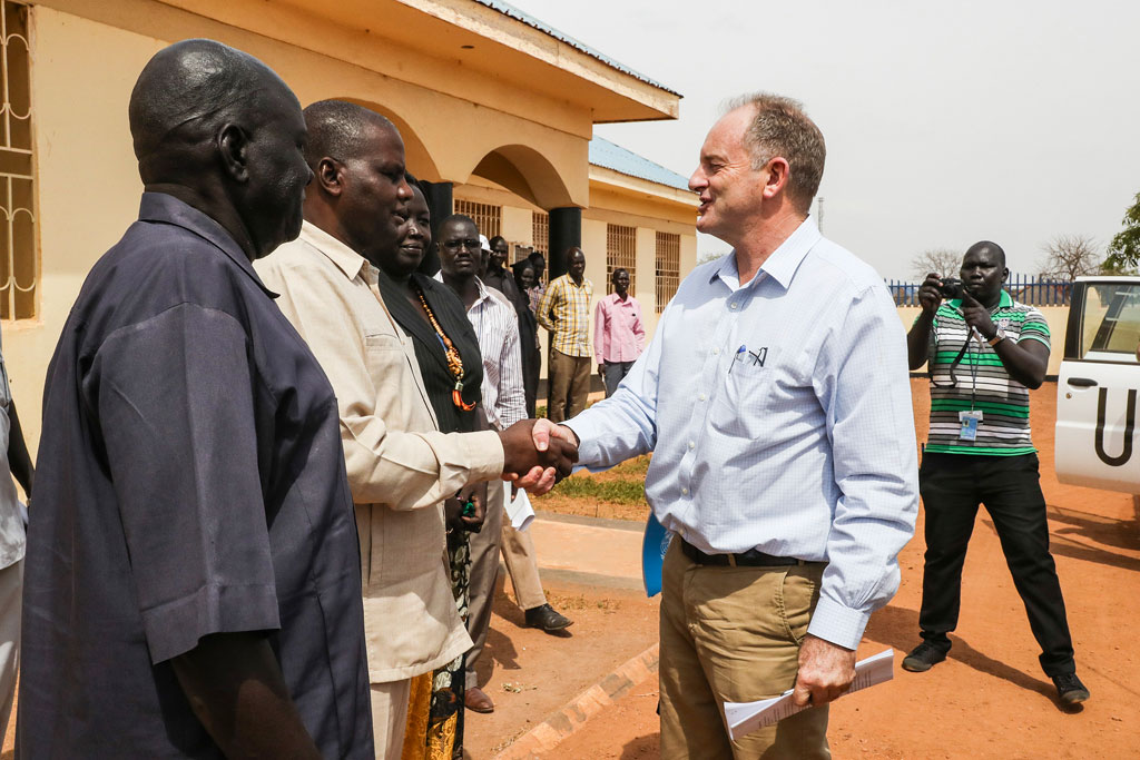 David Shearer, head of the UN Mission in South Sudan (UNMISS), meeting residents of Kuajok, the capital of Gogrial state. Photo: UNMISS/Isaac Billy