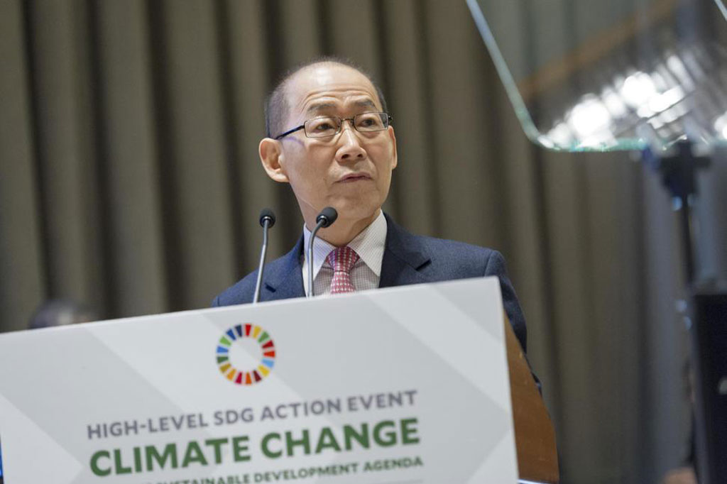 Chair of the Intergovernmental Panel on Climate Change (IPCC) Hoesung Lee addresses the UN General Assembly. UN Photo/Rick Bajornas